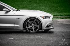 Ford Mustang GT на дисках Vossen CV3R