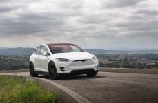 Tesla Model X на дисках